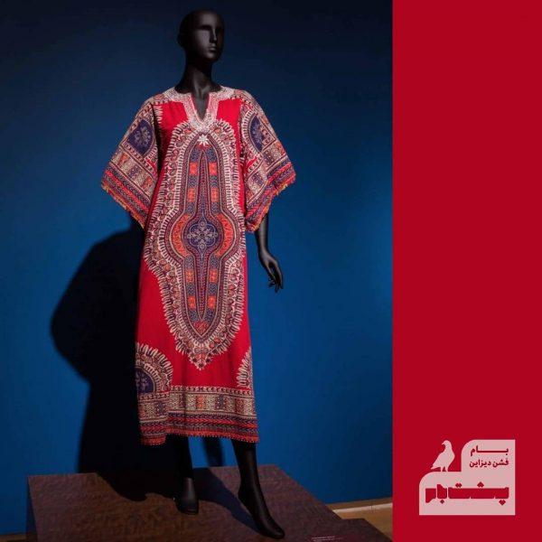 استایل هیپی هیپیها اغلب از رنگهای درخشان در پوششان استفاده میکردنند که نمایشی از زندگی کولیوار یا غیر شهری به نظر میرسید.
