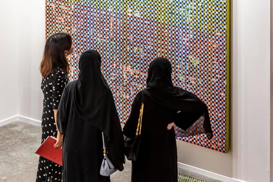 """نمایشگاه """"Art Dubai"""" به علت شیوع کرونا به تعویق افتاد."""