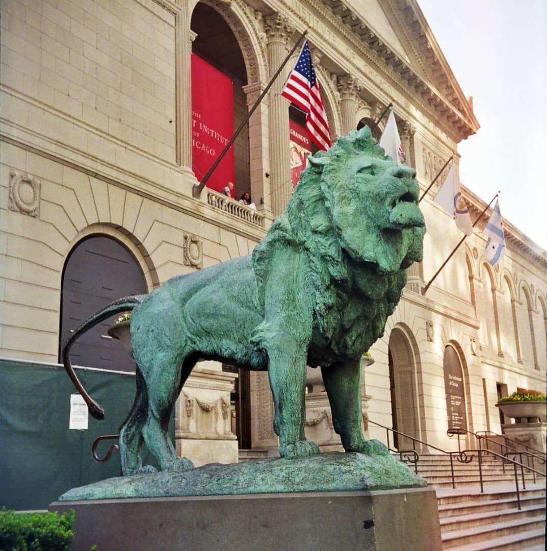 انستیتو هنر شیکاگو برای دوری از مشکلات مربوط به ویروس کرونا سفر کارکنانش به برخی از نقاط جهان را ممنوع کرد.