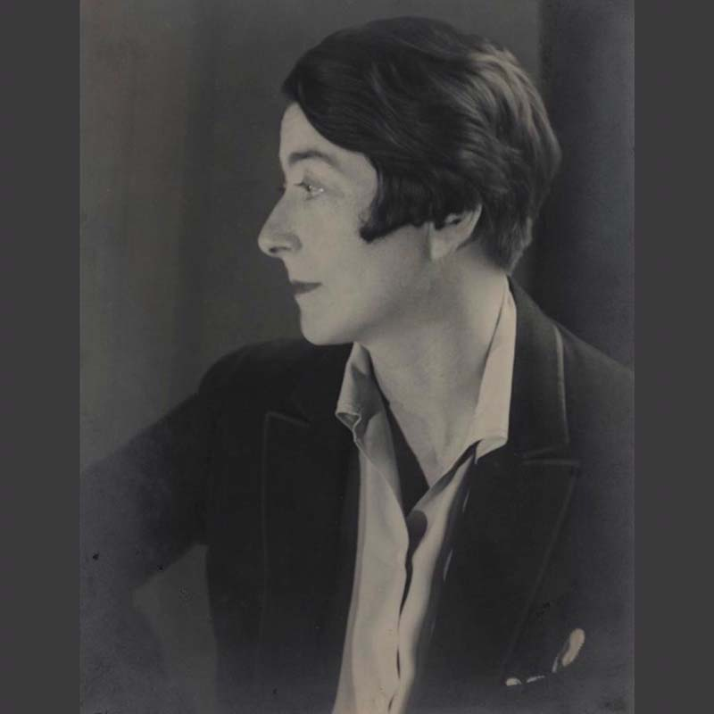 Berenice Abbott, Portrait of Eileen Gray (ca. 1925). Courtesy of the National Museum of Ireland.