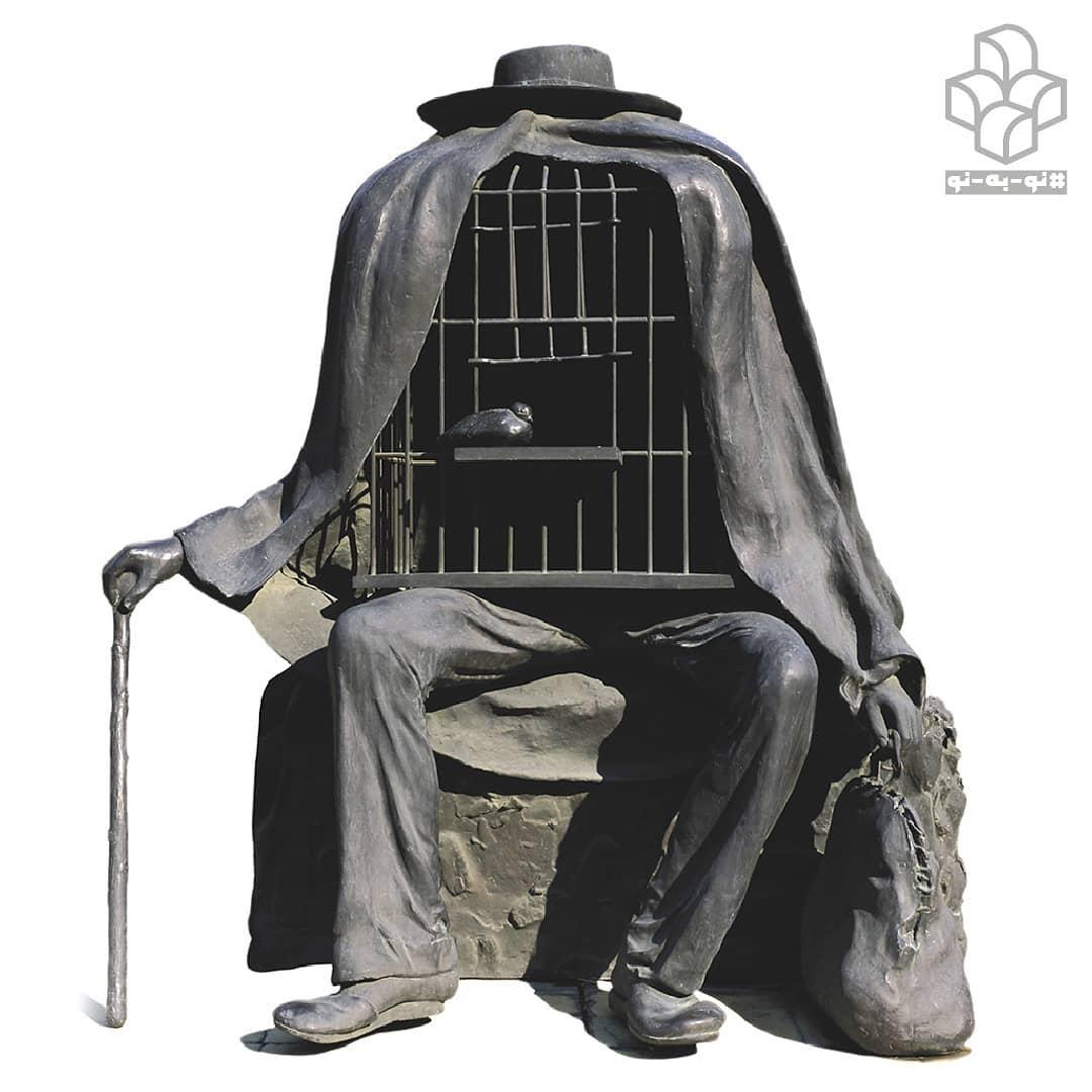 #نو_به_نو هر روز یک اثر از #گنجینه_موزه_هنرهای_معاصر_تهران | ۱۵ | «درمانگر» یکی از هشت #نقاشی_سورئالیستی رنه ماگریت است که به فرم سه بعدی تبدیل شده است. #ماگریت در جستجوی وسیلهای مناسب برای ساخت این مجسمهها بود. برای ساخت این مجسمه، از پای یک مدل زنده قالب گچی تهیه کرد و دقیقا همین شیوه را برای قفس پرنده نیز انجام داد. او آثارش را مدام تغییر میداد و مضمونهای مختلف را برای خلق اثر به کار میگرفت اما شیوهاش را تغییر نمیداد. #مجسمه_درمانگر حاصل تغییراتی است که حداقل در چهار اثر از نقاشیهای او دیده میشود و به شدت تحت تأثیر عکسی است که وی در سال ۱۹۳۷ گرفت و نام آن را #خدا_در_روز_هشتم گذاشت. از آن پس به این مفهوم علاقمند شد، علاقهای که تا پایان عمر ادامه یافت. . #درمانگر علاوه بر غیرطبیعی و خارقالعاده بودن، در عین سادگی، رمزآلود است که این عناصر از نشانههای مهم #هنر_سورئال در این اثر #رنه_ماگریت است. هر چند او نقاش بود اما با تبدیل هشت اثر نقاشی به مجسمه، وجهی متفاوت به عملکرد اشیاء و فرمها نشان داد. با تماشای درمانگر به نظر میرسد که تصویر محدودهی مرزهای سطح را شکسته و همچون جسمی مستقل در فضا قرار گرفته است و با تغییراتی که در مقیاس آن داده شده به اثری متفاوت تبدیل شده است. گردآوری متن: #نسرین_عظیمی ترجمه: #شیرین_اردیبهشتی رنه مگریت درمانگر برنز ارتفاع: ۱۶۰ سانتی متر ۱۹۶۷م مجموعه_موزه_هنرهای_معاصر_تهران Rene Magritte (Belgian,1898–1967) The Therapist (Le Therapeute) Bronze Height 160 cm 1967 The Collection of TMoCA