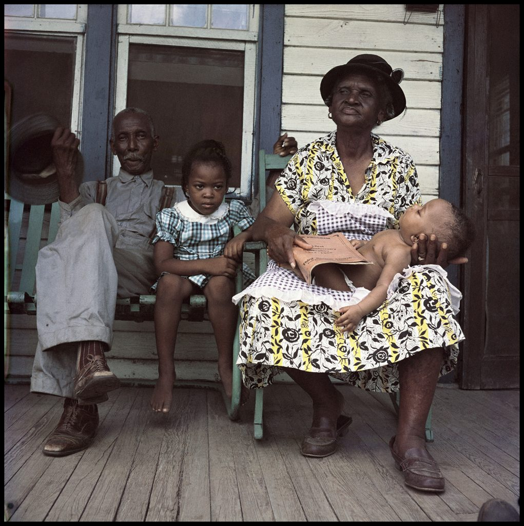 Gordon Parks, Untitled, Mobile, Alabama (1956). Courtesy of the Gordon Parks Foundation, NY and Alison Jacques Gallery, London. © The Gordon Parks Foundation.