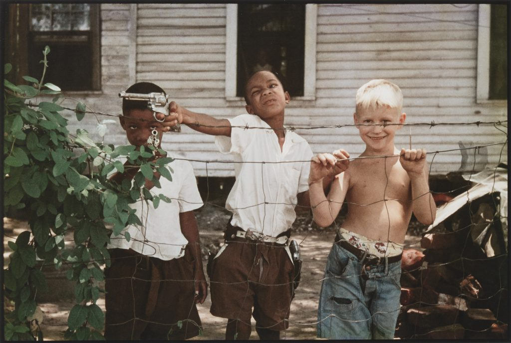 Gordon Parks, Untitled, Alabama (1956). Courtesy of the Gordon Parks Foundation, NY and Alison Jacques Gallery, London. © The Gordon Parks Foundation.